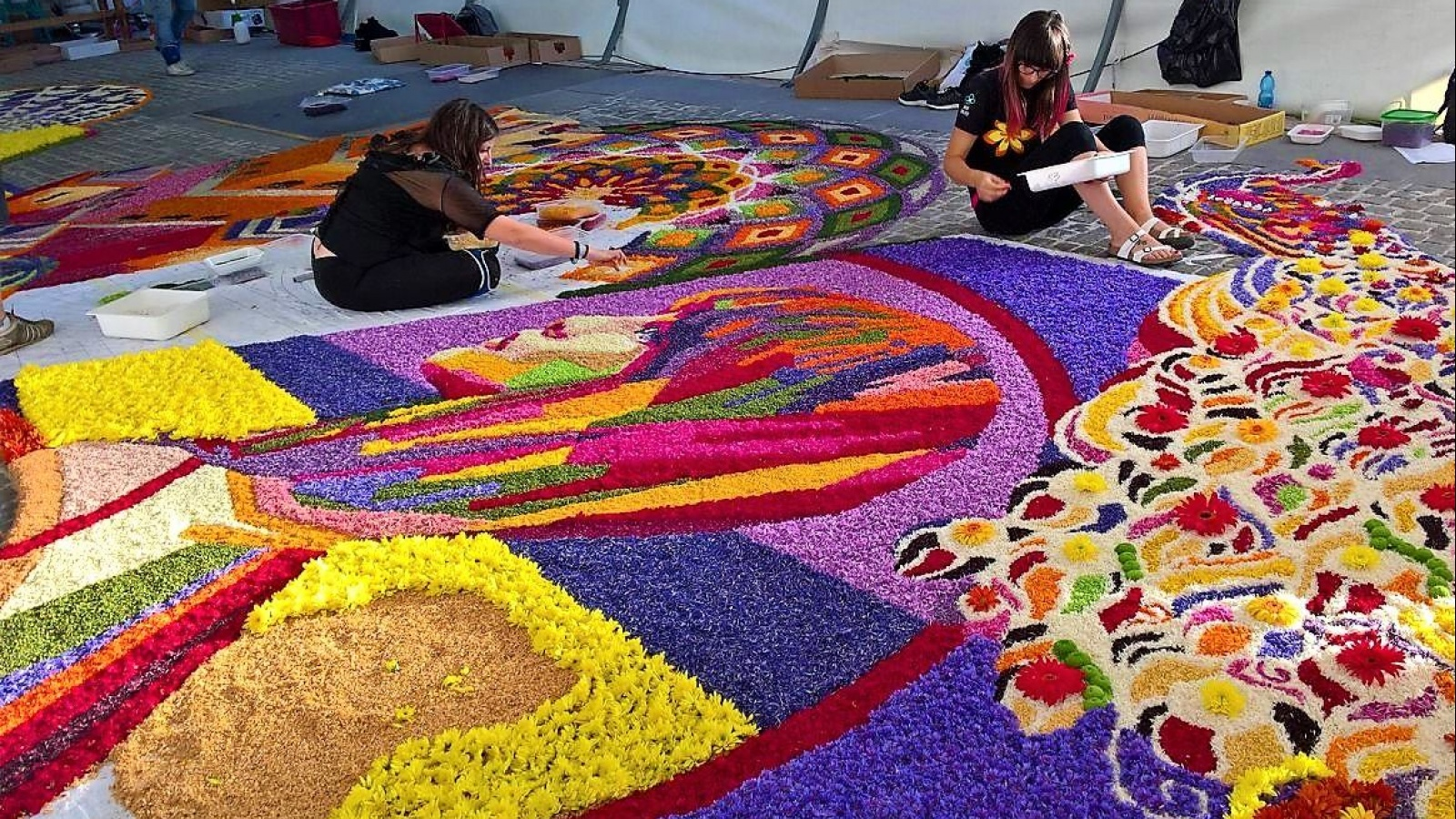 INFIORART. GUIDED TOURS OF THE TOWN AND ITS FLORAL CARPETS